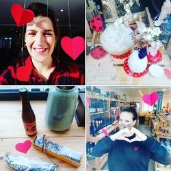 """Un peu de L O V E avec ce beau soleil🌞 !!Avec Emma on vous a préparé des petits coffrets pour la Saint Valentin 💡🤩🍺🔥🌡️♥️Chocolats de Cédric Turmel, bières Love on the Beet de la brasserie Toussaint & saucisson de boeuf, petits sachets de graines """"On sème à la folie"""" fleurs des champs & calendula ou encore boîte à thé """"Enchantement hivernal""""!!!Il y en a pour tous les goûts 😎😜💡😍#love #bieres #chocolats #saucisson #sachets de graines #boiteàthé #saintvalentin #empreintes🍃🍃🍃🍃🍃🍃🍃Ecocinelle boutiqueEpicerie indépendante ouvert du mardi au vendredi : 10h-13h / 14h-18hetle samedi : 9h-13h/ 14h-18h12 rue nationale 78940 LA QUEUE LEZ YVELINESTél : 09 51 52 49 48----Parking à 20 mètres------N'hésitez pas à liker, partager, commenter et donner votre avis sur google pour nous soutenir !------ #local #vrac #locavore #vracindependant #zerodechet #epicerieindependante #ecoresponsable #zerowaste #antigaspi #yvelines #produitslocaux #produiteniledefrance #laqueuelezyvelines #galluis #montfortlamaury #garancieres #ecocinelle"""