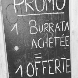 La promo du jour : en panne d'idée repas pour ce soir ou demain ? 1 burrata achetée = 1 burrata offerte, ( DLC courte, rien ne se perd 😉)Un peu de bonne huile d'olive, sel / poivre et en avant les papilles !Offre valable jusqu a demain soir à la boutique !!🟢🟢🟢🟢🟢Ecocinelle boutiqueEpicerie indépendante ouvert du mardi au vendredi : 10h-13h / 15h-19h etle samedi : 9h30-13h30 / 15h30-19h12 rue nationale 78940 LA QUEUE LEZ YVELINESTél :09 51 52 49 48----Parking à 20 mètres------N'hésitez pas à liker, partager, commenter et donner votre avis sur google pour nous soutenir !------ #local #vrac #locavore #vracindependant #zerodechet #epicerieindependante #ecoresponsable #zerowaste #antigaspi #yvelines #produitslocaux #produiteniledefrance #laqueuelezyvelines #galluis #montfortlamaury #garancieres #ecocinelle #burrata #mozzarelladibuffala #pasdegaspillage #dlccourte