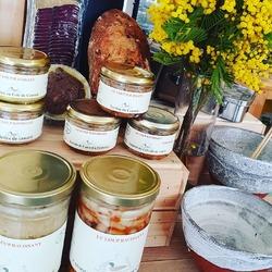 La petite nouveauté de la semaine c'est qu'on a reçu les produits de la ferme du Loup Ravissant en boutique !!- Paté Gascon- Magret de Canard séché & tranché- Terrine de canard au thym ou à l'échalote- Rillette et terrine de canard- Ettt cassoulet et choucroute au confit de canard svp!!!🦆🍃😍🧅☝️#canardlovers #jaimelepaté #circuitcourt #loupravissant #deliceduterroir #produitsdelaferme------------------------------Ecocinelle boutiqueEpicerie indépendante ouvert du mardi au vendredi : 10h -13h / 14h -18h et le samedi : 9h -13h/ 14h -18h 12 rue nationale 78940 LA QUEUE LEZ YVELINES Tél : 09 51 52 49 48 ---- Parking à 20 mètres ------ N'hésitez pas à liker, partager, commenter et donner votre avis sur google pour nous soutenir ! ------ #local #vrac #locavore #vracindependant #zerodechet #ecoresponsable #zerowaste #antigaspi #yvelines #produiteniledefrance#antigaspi #yvelines #produiteniledefrance