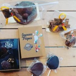Le week-end du 4 avril c'est Pâques, venez fêter ça avec nous !😜🐔🍫🌰💐Cette année en nouveauté pour Pâques le chocolatier bio Cédric Turmel nous propose :Les coccinelles en chocolat lait ou noir🐞Les sucettes en formes d'oeufs à motifs🍭Les boites de fritures lait et noir🍫Et les traditionnelles poules et oeufs en chocolat🥚Ecocinelle boutiqueEpicerie indépendante ouvert du mardi au vendredi : 10h-13h / 14h-18h etle samedi : 9h-13h / 14h-18h12 rue nationale 78940 LA QUEUE LEZ YVELINESTél :09 51 52 49 48----Parking à 20 mètres------N'hésitez pas à liker, partager, commenter et donner votre avis sur google pour nous soutenir !------ #local #vrac #locavore #vracindependant #zerodechet #epicerieindependante #ecoresponsable #zerowaste #antigaspi #yvelines #produitslocaux #produiteniledefrance #laqueuelezyvelines #galluis #montfortlamaury #garancieres #ecocinelle