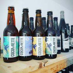 """Nouvelles recrues au rayon """"bières artisanales"""" : Les bières de @cocomiette_france faites à partir de chapelure de pain invendu. Une blonde type """"lager"""", une IPA aux notes résineuses et aux arômes fruités et une rousse médaillé d'argent au concours de bière du musée Français de la brasserie. C'est éco-responsable, original, c'est bon et surtout, c'est local !#biereartisanale #biereaupain #antigaspi #craftbeer #economiecirculaire #local #apero #zerodechet #zerowaste ---- Ecocinelle boutiqueEpicerie indépendante ouvert du mardi au vendredi : 10h-13h / 15h-19h et le samedi : 9h30-13h30 / 15h30-19h12 rue nationale 78940 LA QUEUE LEZ YVELINES Tél :09 51 52 49 48 ---- Parking à 20 mètres ------ N'hésitez pas à liker, partager, commenter et donner votre avis sur google pour nous soutenir ! ------ #gourmandises #local #vrac #locavore #vracindependant #zerodechet #ecoresponsable #zerowaste #antigaspi #yvelines #produiteniledefrance"""