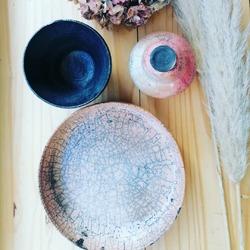 Un vent de poésie est arrivé à la boutique avec les nouvelles céramiques de l'atelier du Curieux.Nous avons reçu des vases, plats et bols en Raku ou HOT températures ! 😅😝🏺🥣🤩Certains sont irisés des pures beautées brutes.Des beaux éléments durables et surtout de l'ultra local l'artiste vient de Garancières !@ofisbach#ceramique #raku #cuissonhautetemperatureEcocinelle boutiqueEpicerie indépendante ouvert du lundi au vendredi : 10h-13h / 15h-19h etle samedi : 9h-13h / 15h-19h12 rue nationale 78940 LA QUEUE LEZ YVELINESTél :09 51 52 49 48----Parking à 20 mètres------N'hésitez pas à liker, partager, commenter et donner votre avis sur google pour nous soutenir !------ #local #vrac #locavore #vracindependant #zerodechet #epicerieindependante #ecoresponsable #zerowaste #antigaspi #yvelines #produitslocaux #produiteniledefrance #laqueuelezyvelines #galluis #montfortlamaury #garancieres #ecocinelle