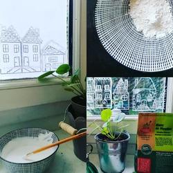 Le mercredi c'est le jour des enfants alors pourquoi pas tester le blanc de Meudon pour décorer vos fenêtres en cette période de fêtes de fin d'année !🎄❄️🙌👩🎨👨🎤Et aussi des grands d'ailleurs !! 😉🦸♀️💪🏼🦌On a un super site avec des patrons de dessins thème Noël gratuit, qu'on vous partage avec plaisir à votre passage en boutique.On peut aussi utiliser une fois imprimer en coloriage pour les petits bambins ! 🌎🌈🤩Ou se lancer sans modèles pour les artistes les vrais 💁🙆🙅🐞🐞🐞🐞🐞🐞🐞#blancdemeudon #diy #decoalacraie #produitsmenagerseco #ladroguerieecologique #softimpact #madeinfranceEcocinelle boutiqueEpicerie indépendante ouvert du mardi au vendredi : 10h-13h / 15h-19h etle samedi : 9h30-13h30 / 15h30-19h12 rue nationale 78940 LA QUEUE LEZ YVELINESTél :09 51 52 49 48----Parking à 20 mètres------N'hésitez pas à liker, partager, commenter et donner votre avis sur google pour nous soutenir !------ #local #vrac #locavore #vracindependant #zerodechet #epicerieindependante #ecoresponsable #zerowaste #antigaspi #yvelines #produitslocaux #produiteniledefrance #laqueuelezyvelines #galluis #montfortlamaury #garancieres #ecocinelle