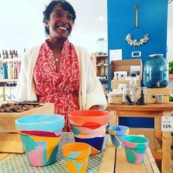 Merci a @pampam_tam pour ses magnifiques créations !! Nous en avons profité pour y ajouter des petites plantes pilea dedans, c'est trooooop beau 🤗😊🌱 ! Dépêchez vous il n'y en a pas beaucoup 😉#plantaddict #creationnature #artisanal #creatricelocale #decoration #deco #boutique #ecocinelle----- Ecocinelle boutiqueEpicerie indépendante ouvert du mardi au vendredi : 10h-13h / 15h-19h et le samedi : 9h30-13h30 / 15h30-19h 12 rue nationale 78940 LA QUEUE LEZ YVELINES Tél :09 51 52 49 48 ---- Parking à 20 mètres ------ N'hésitez pas à liker, partager, commenter et donner votre avis sur google pour nous soutenir ! ------ #local #vrac #locavore #vracindependant #zerodechet #ecoresponsable #zerowaste #antigaspi #yvelines #produiteniledefrance