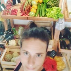 Dernière semaine, on ferme boutique ce samedi à 19h 😊 et pour finir en beauté nous avons en boutique de superbe melons 🍈, fraises 🍓, groseilles, rhubarbes, tomates 🍅 etc.. de quoi mettre du soleil dans vos assiettes 😋🌻🌞 Nous serons de retour pour la dernière semaine d'août 🤗#voilalete #local #boutique #ouvert #yvelines #produiteniledefrance #circuitcourt #healthyfood #smile #ecocinelle #locavore #vracindependant #souriez #soleil