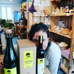 Nouveau producteur chez Ecocinelle @maisonlepaulmier ☺️Un petit vinaigre de cidre bio, un poiré artisan bio et surtout, roulement de tambours : la pommée ! Un petit balsamique de pomme qui est vraiment super bon 😋De quoi agrémenter vos salades tomates à venir 🎉🍅🥗#vinaigre #bio #locavore #local #lepaumier #vivelanormandieEcocinelle boutiqueEpicerie indépendante ouvert du lundi au vendredi : 10h-13h / 15h-19h etle samedi : 9h-13h / 15h-19h12 rue nationale 78940 LA QUEUE LEZ YVELINESTél :09 51 52 49 48----Parking à 20 mètres------N'hésitez pas à liker, partager, commenter et donner votre avis sur google pour nous soutenir !------ #local #vrac #locavore #vracindependant #zerodechet #epicerieindependante #ecoresponsable #zerowaste #antigaspi #yvelines #produitslocaux #produiteniledefrance #laqueuelezyvelines #galluis #montfortlamaury #garancieres #ecocinelle #nouveautés #artisanal